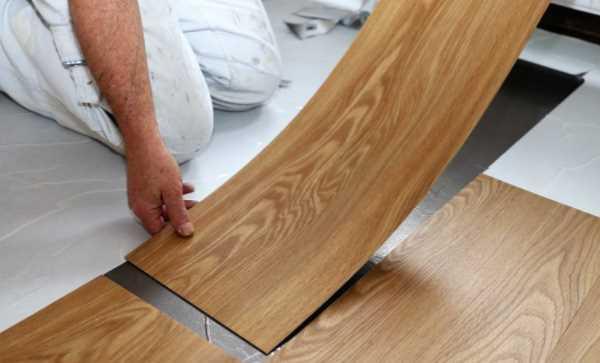 Thi công sàn nhựa giả gỗ dán keo